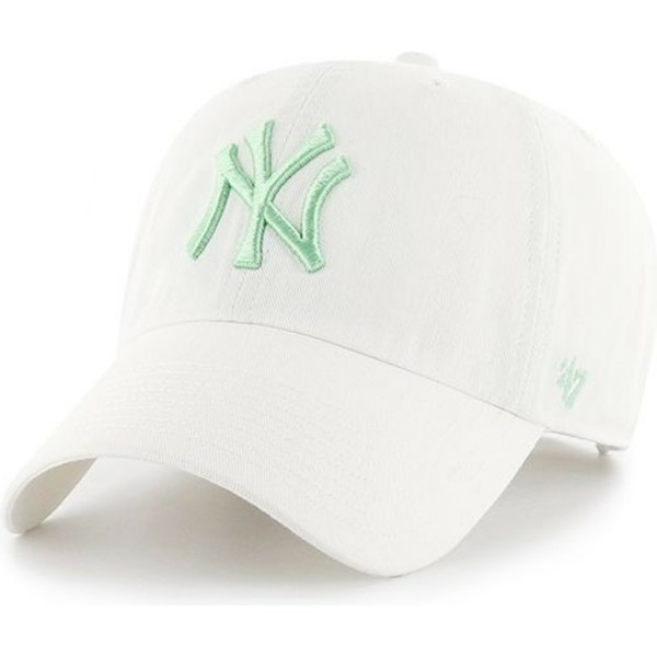 bone-curvo-branco-com-logo-verde-da-new-york-yankees-mlb-clean-up-da-47-brand