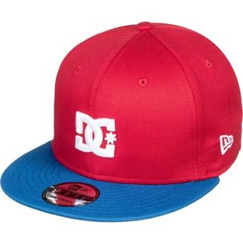 Boné plano vermelho snapback com pala azul Empire Fielder da DC Shoes