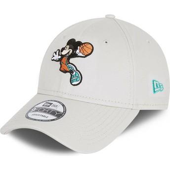 Boné curvo branco ajustável 9FORTY Character Sports Mickey Mouse Basketball Disney da New Era