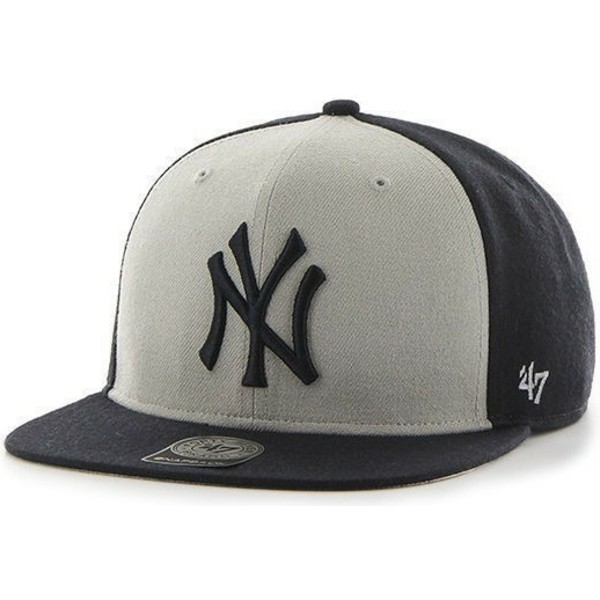 bone-plano-preto-e-branco-snapback-dos-new-york-yankees-mlb-sure-shot-da-47-brand