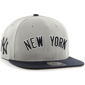 Boné plano cinza snapback com logo lateral dos MLB New York Yankees da 47 Brand