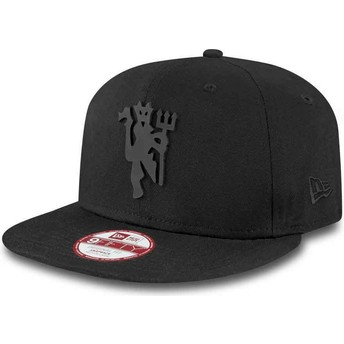 Boné plano preto snapback 9FIFTY Black on Black do Manchester United Football Club da New Era
