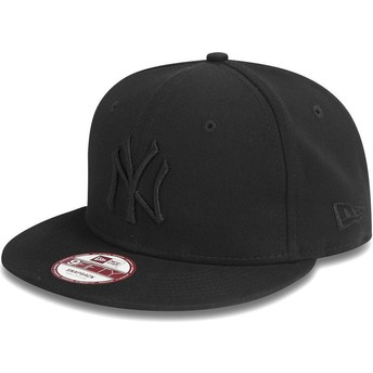 Boné plano preto snapback 9FIFTY Black on Black dos New York Yankees MLB da New Era